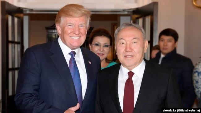 Президент США Дональд Трамп (слева), президент Казахстана Нурсултан Назарбаев. В центре на втором плане - Дарига Назарбаева, старшая дочь президента Казахстана и депутат сената парламента. Вашингтон, 17 января 2018 года.