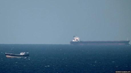 حدود ۲۰ درصد از نفت و محصولات نفتی جهان از تنگه هرمز میگذرد.