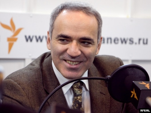 Former world chess champion turned opposition  politician Garry Kasparov in RFE/RL's Moscow studios during a previous  interview.