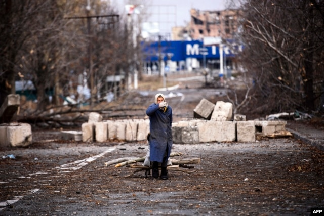 An elderly woman pulls a cart with firewood near the Donetsk airport in November.