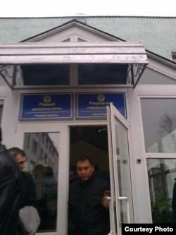 Центральный вход в суд города Риддер Восточно-Казахстанской области. 22 октября 2015 года.