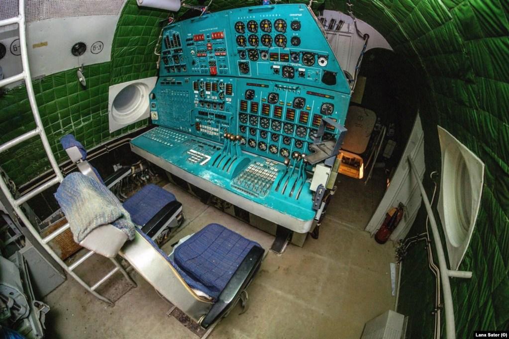 Controls inside the ekranoplan