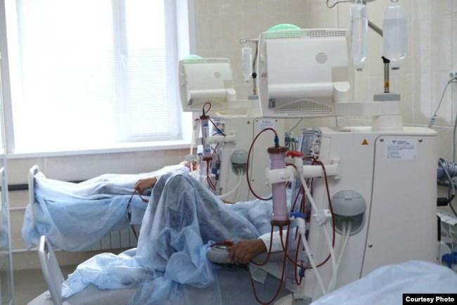 Тяжелобольной COVID-19 на аппарате ИВЛ