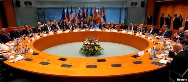 Kancelarja Merkel, presidenti Macron mirëpresin liderët e Ballkanit Perëndimor në Samitin e Berlinit.