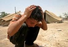 Iraq – Refugees – A refugee (internally displaced) boy washes his hair at a refugee camp, Al-Karbala, 3Jul2006