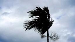 """""""El huracán se moverá peligrosamente cerca de la costa este de Florida desde lunes por la noche hasta martes por la noche"""", advirtió el Centro Nacional de Huracanes de EE.UU."""