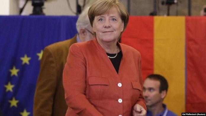 """La noticia se conoció después de los primeros sondeos de la jornada electoral en Alemania. Resultados provisionales confirmaron además que """"un partido de extrema derecha entraría en el Parlamento por primera vez desde segunda Guerra Mundial""""."""