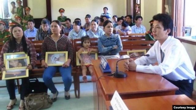 Luật sư Võ An Đôn trong phiên xử vụ công an đánh chết nghi phạm Ngô Thanh Kiều.