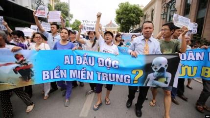 Image result for thanh niên yêu nước biểu tình chống formosa  image