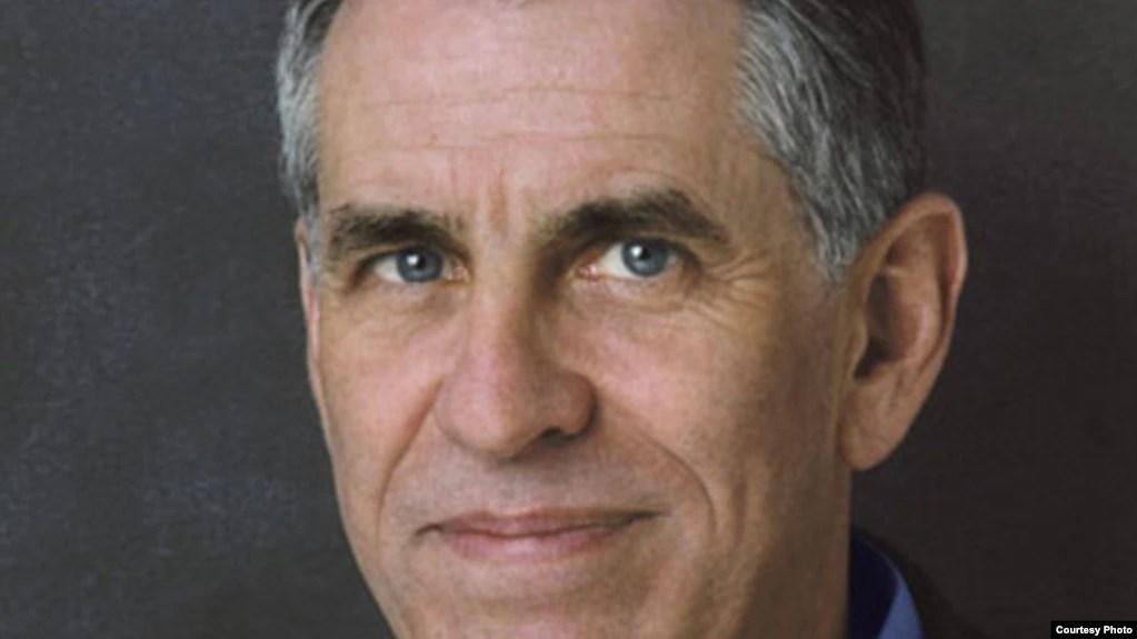 Thomas Bass, tác giả