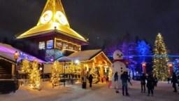 La Oficina de Santa Claus, dentro del Círculo Polar Ártico en Finlandia, recibe a miles de visitantes cada año.