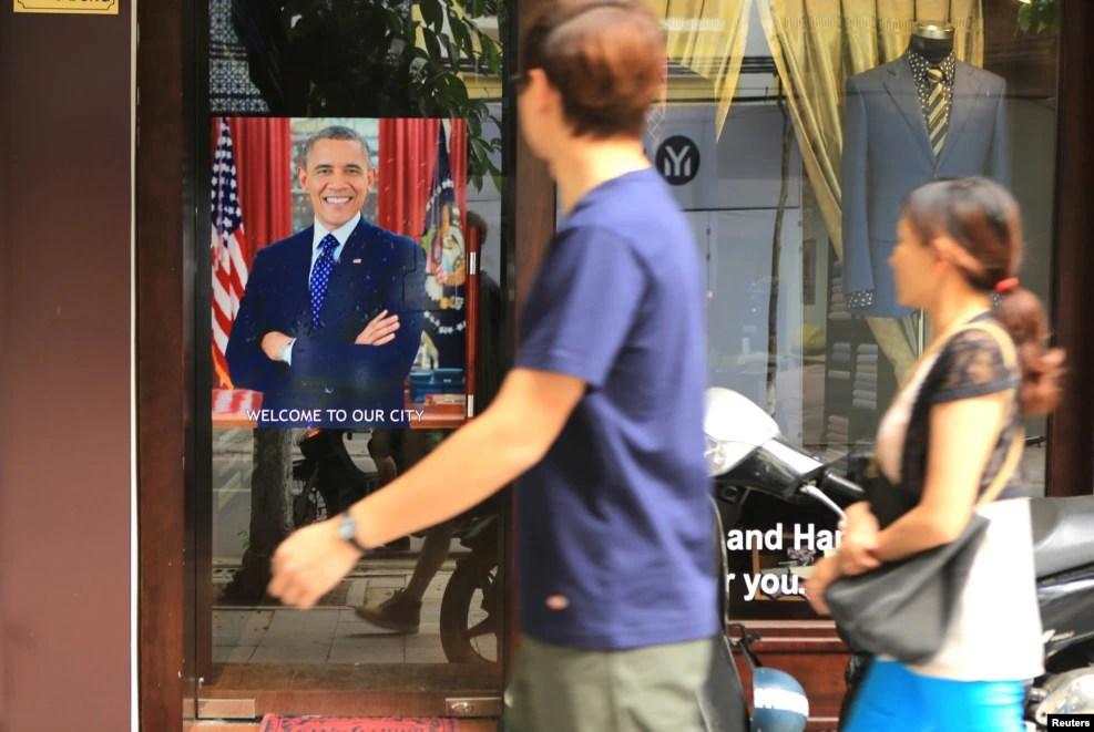 Áp phích chào đón Tổng thống Obama trên đường phố Hà Nội.