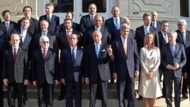 Hội nghị Paris quy tụ các giới chức từ khoảng 30 quốc gia kể cả Liên Hiệp Quốc, Liên hiệp Âu Châu và Liên đoàn Ả Rập.