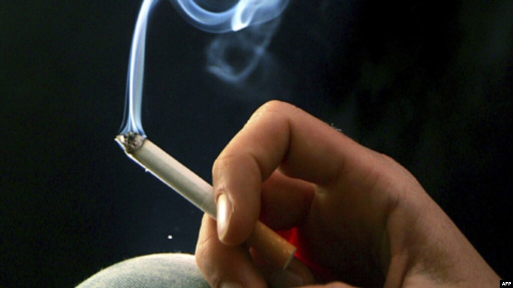Kết quả hình ảnh cho bố hút thuốc lá
