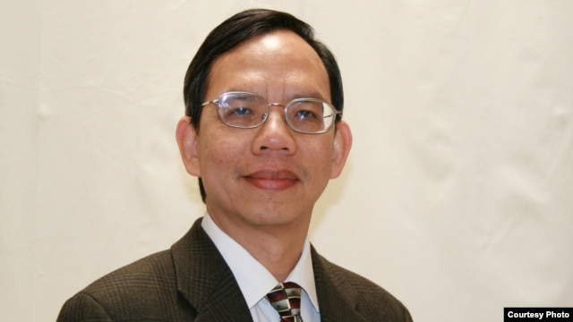 Bác sĩ Đăng Vũ Chấn, một thành viên trong Ban Tổ Chức các hoạt động nhân Ngày Quốc tế Nhân quyền
