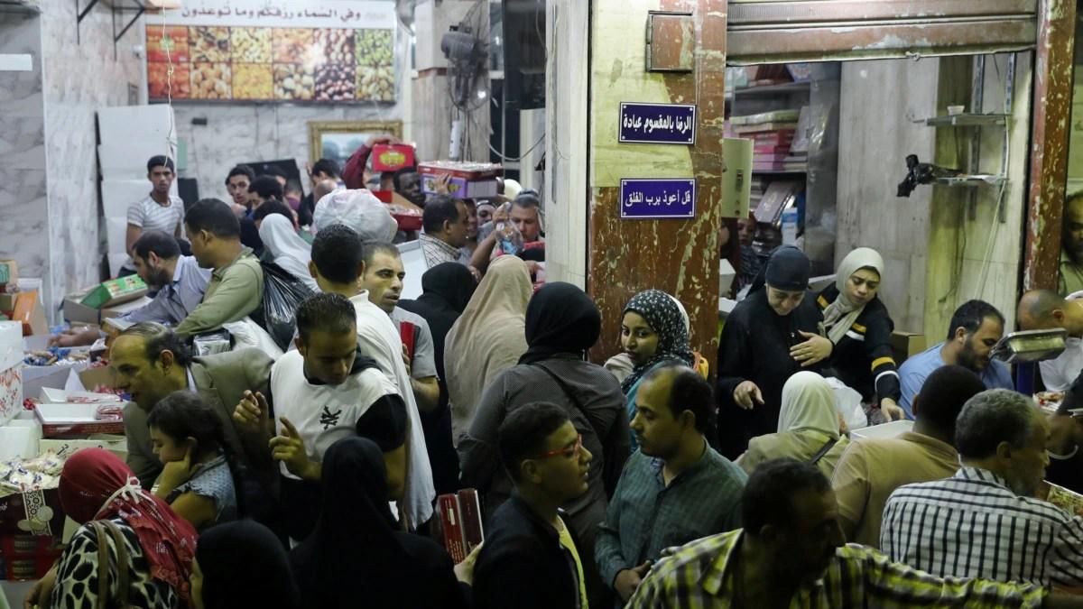 Warga Mesir Berupaya Hidupkan Semangat Idul Fitri di Tengah-Tengah Virus Corona