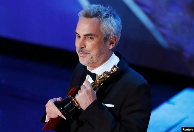 """Alfonso Cuarón acepta el Oscar a Mejor Película de Lengua Extranjera por """"Roma"""" el domingo, 24 de febrero de 2019."""