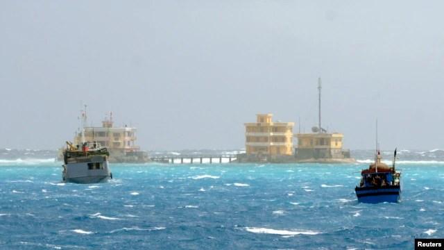 Biển Đông được cho là có những trữ lượng dầu lửa và khí đốt rất lớn, vượt xa so với các dự báo trước đây và nhiều hơn cả các nguồn tài nguyên chưa được khai thác của cả Châu Âu.