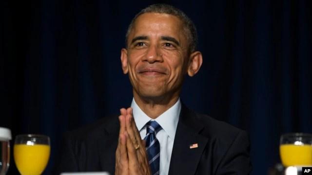 Tổng thống Obama chào Đức Đạt Lai Lạt Ma trong lễ Cầu nguyện Toàn quốc ở Washington, ngày 5/2/2015.
