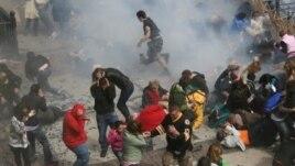 Cảnh hỗn loạn sau vụ nổ bom tại cuộc đua marathon ở Boston, ngày 15/4/2013.