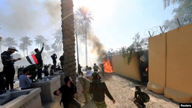 las fuerzas de seguridad estadounidenses habrían lanzado gases lacrimógenos para dispersar a la multitud (Foto: Reuters)