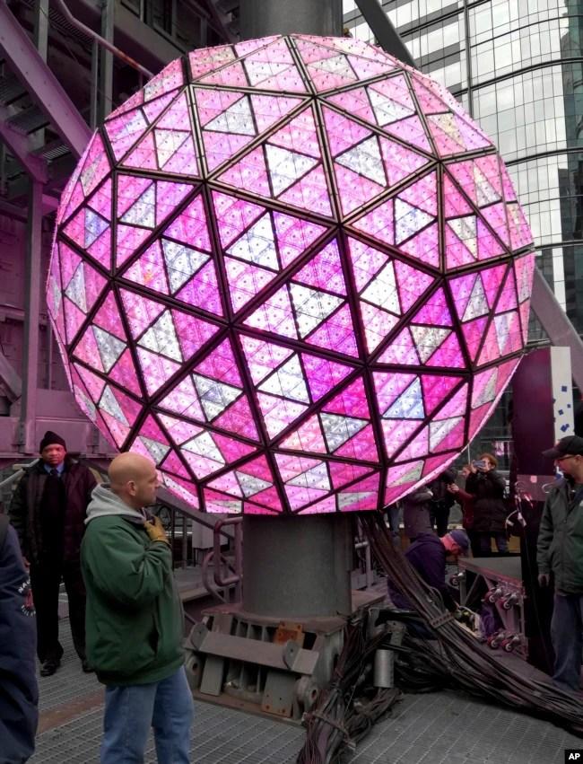 Se espera que los espectadores empiecen a congregarse en la icónica plaza de Times Square a primera hora de la tarde para asistir al televisivo espectáculo.