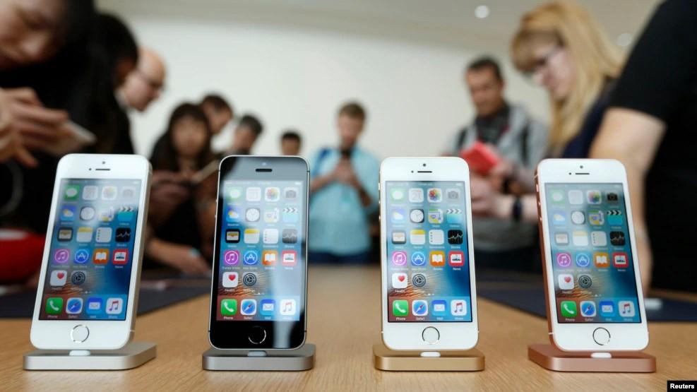 Điện thoại iPhone được trưng bày tại trụ sở của Apple ở Cupertino, California, 21/3/2016.