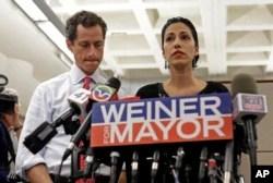 ہما عابدین اپنے سابقہ شوہر اینتھونی وینر کے ساتھ نیویارک مئیر کے انتخابات کے موقعے پر