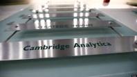 Cambridge Analytica, được ban vận động tranh cử năm 2016 của Tổng thống Donald Trump thuê, bị cáo buộc sử dụng không thỏa đáng dữ liệu về 87 triệu người dùng Facebook.