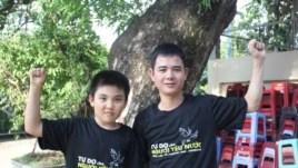 Lê Quốc Quyết, em trai luật sư Lê Quốc Quân chụp chung với con trai của Anhbasaigon Phan Thanh Hải.