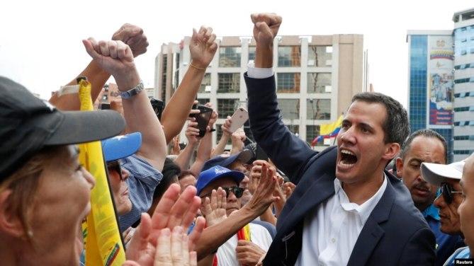 Ông Juan Guaido và người ủng hộ trong một cuộc biểu tình hôm 23/1.