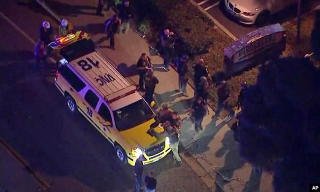 Al menos 13 personas murieron en el tiroteo en un bar de California, incluyendo al presunto atacante.