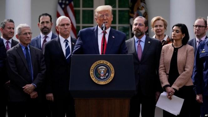Tổng thống Donald Trump công bố tình trạng khẩn cấp quốc gia vì virus corona tại cuộc họp báo ở Vườn Hồng, ngày 13/3/20.