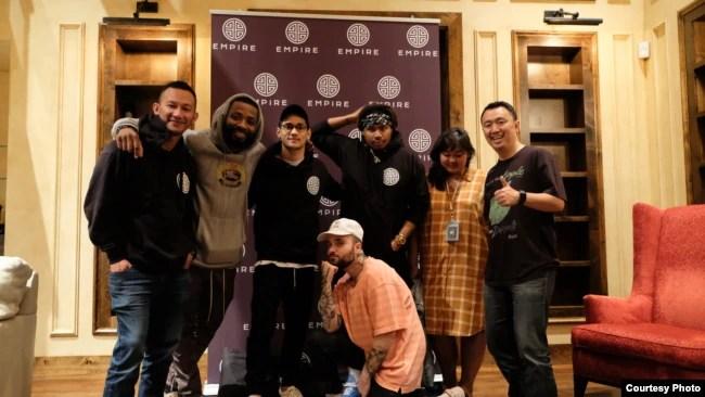 Afgan bersama produser dan musisi di AS saat menggarap album di studio EMPIRE (dok: EMPIRE/Trinity Optima Production)