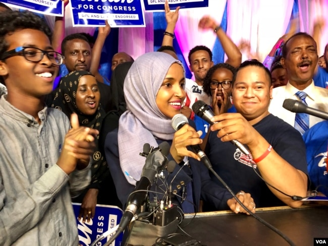 Ilhan Omar addresses supporters after her historic primary election victory to represent Minnesota's 5th District in the U.S. Congress in Minneapolis, Aug. 14, 2018. (Photo: K. Farabaugh / VOA)
