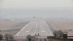 Aviones de guerra turcos despegan de una base militar en Diyarbakir, Turquía el 10 de octubre de 2019.