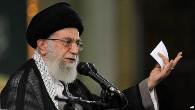 Lãnh tụ Tối cao Iran Ayatollah Khameini đọc diễn văn tại Tehran, ngày 17/8/2015.