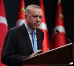 صدر بائیڈن اپنے اس دورے میں ترکی کے صدر رجب طیب اروان سے ملاقات میں مختلف امور پر بات چیت کریں گے۔