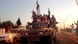 Chiến binh Nhà nước Hồi giáo tại Mosul, Iraq.