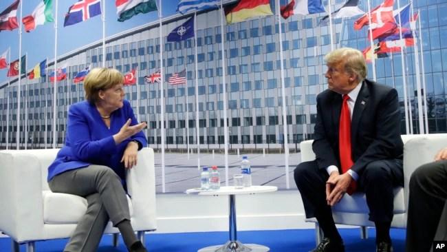 La canciller alemana, Angela Merkel, y el presidente estadounidense, Donald Turmp, se reunieron al margen de la cumbre de la OTAN en Bruselas el miércoles, 11 de julio de 2018.
