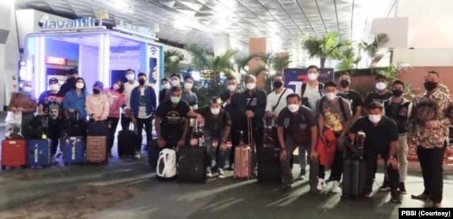 Tim bulutangkis Indonesia saat tiba di Birmingham, Inggris, Sabtu 13 Maret 2021. (Foto: Coutersy/PBSI)