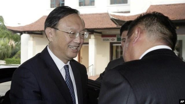 Ủy viên Quốc vụ Viện Trung Quốc Dương Khiết Trì được đón tiếp tại một khách sạn ở Hà Nội, Việt Nam, ngày 17/6/2014.