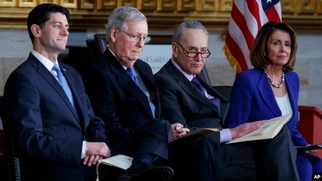 Negosyasyon dènye minit. De goch adwat: Lidè Chanm Depite a, Repibliken Paul Ryan; lidè majorite repibiken Sena a, Mitch McConnell; lidè minorite demokrat la nan Sena a, Chuck Schumer; lidè minorite demokrat la nan Chanm Depite a, Nancy Pelosi.