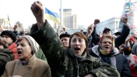 Người biểu tình chống chính phủ tại thủ đô Kyiv, ngày 27/2/2014.