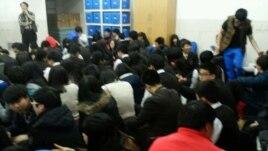 Sinh viên Hàn Quốc trên đảo Baengnyeong đã xuống hầm trú ẩn.