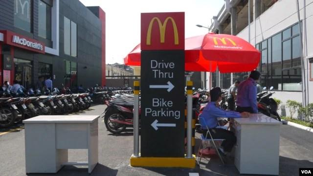 McDonald's ăn mừng một năm hoạt động ở Việt Nam trong lúc thương vụ trên thế giới chậm lại