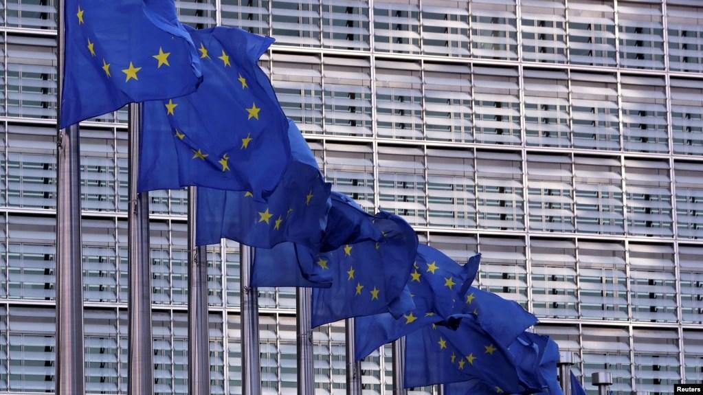 资料照:欧洲委员会在布鲁塞尔总部前飘扬的欧盟旗帜。