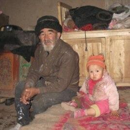 有子女在内地打工的维族家长