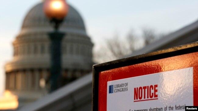 Biển báo đóng cửa thư viện quốc hội Mỹ vì chính phủ đóng cửa.