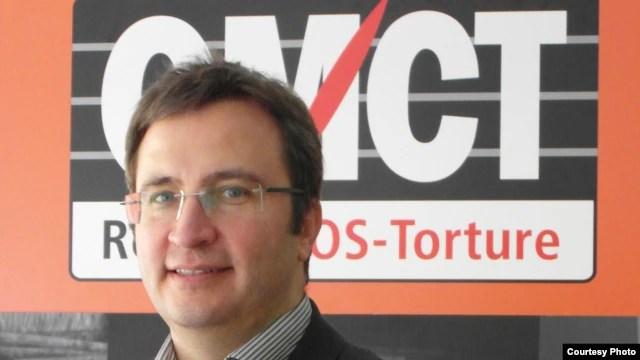Ông Gerald Staberock, Tổng thư ký của Tổ chức Thế giới Chống Tra Tấn nói, 'Chúng tôi kêu gọi một cách đáp ứng khác tích cực từ chính phủ Việt Nam đối với các vấn đề nhân quyền đáng báo động bị quốc tế lưu ý, trong đó có tình trạng tra tấn và bạc đãi tù nhân'